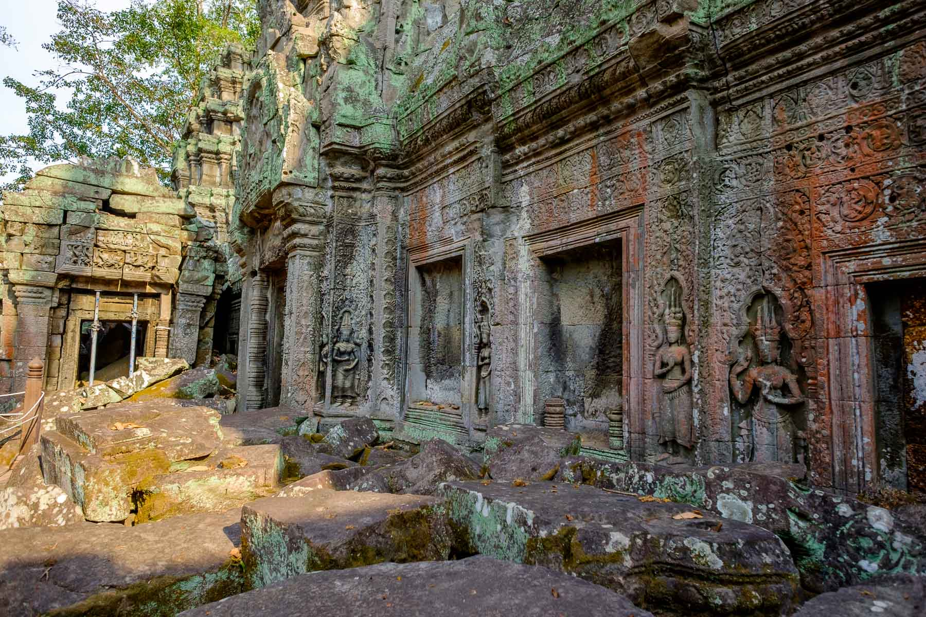 Angkor thom wall sculptures