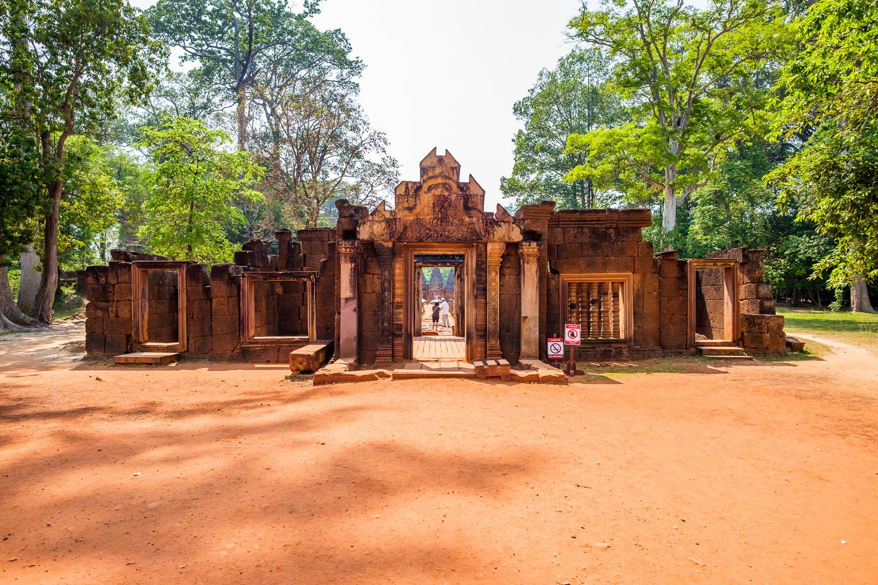 Banteay Srei entrance