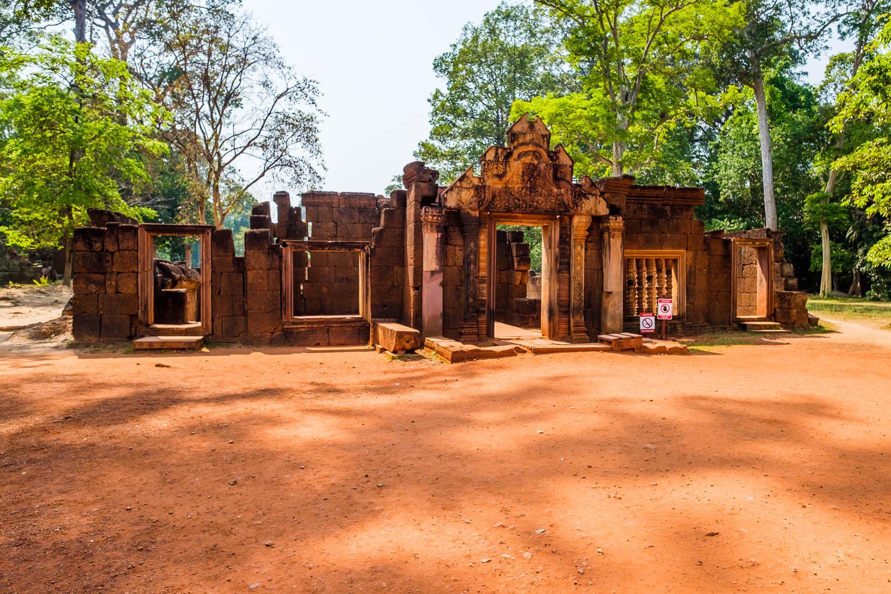 Banteay Srei front entrance