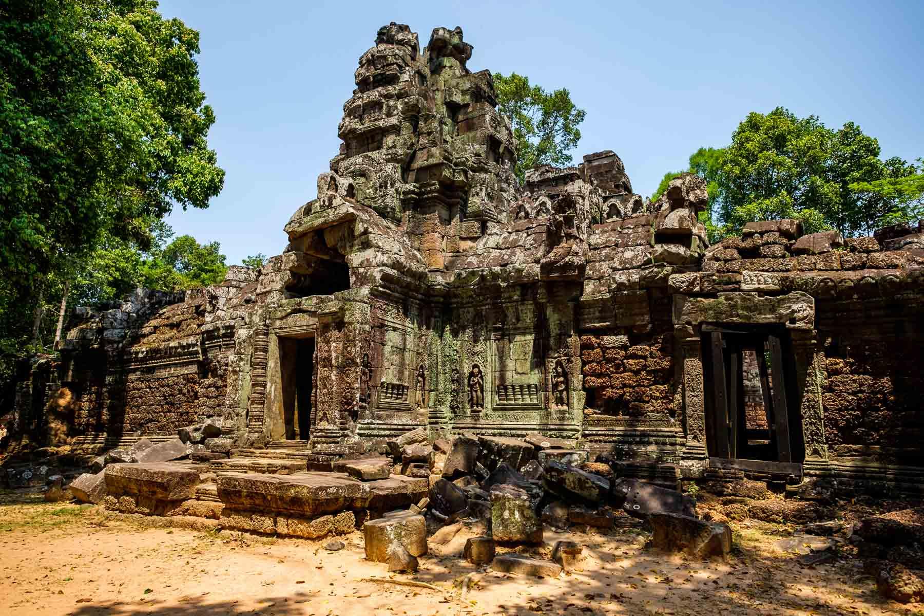 Building Ta Som temple