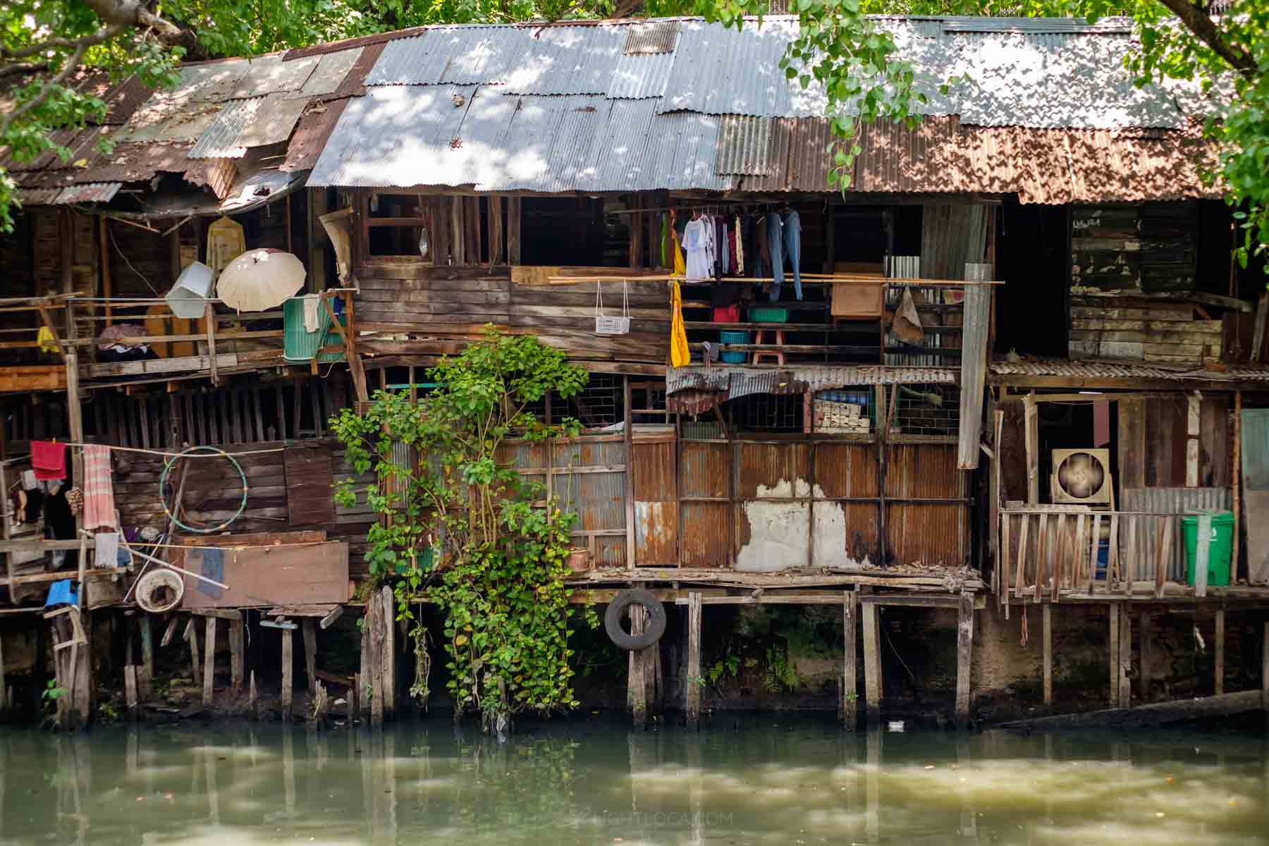 Houses on Lake Bangkok - Lightloca