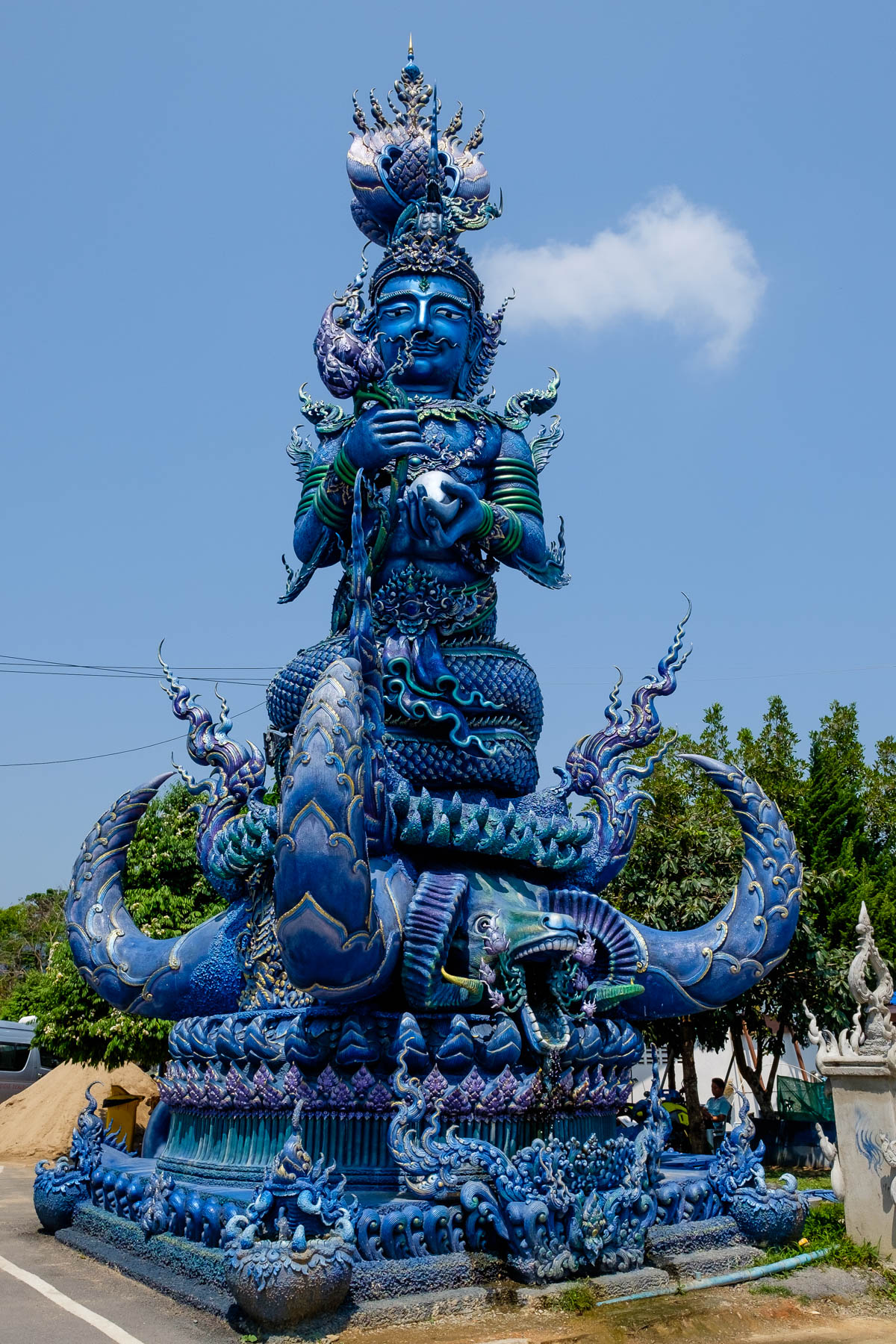 Statue Blue temple Chiang Rai