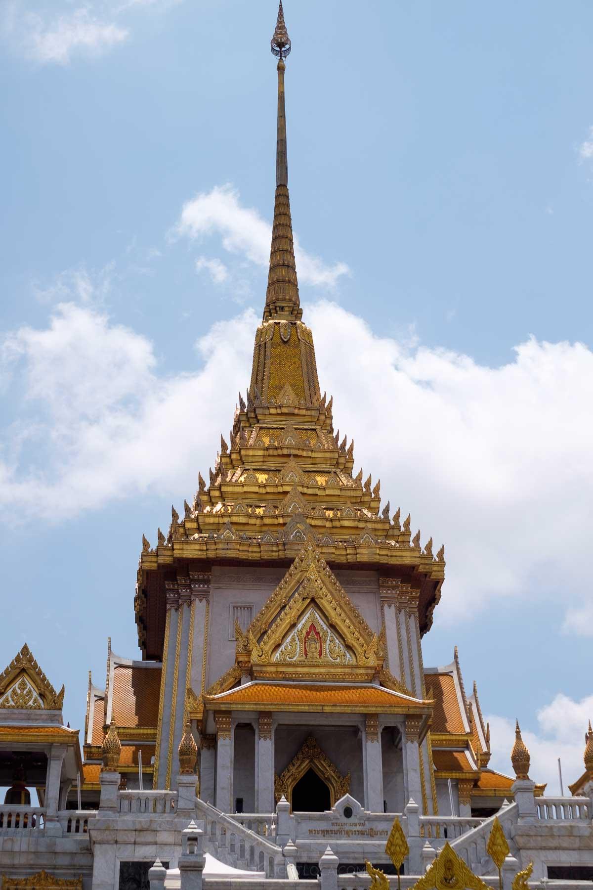 Wat Traimit temple Bangkok Light Loca