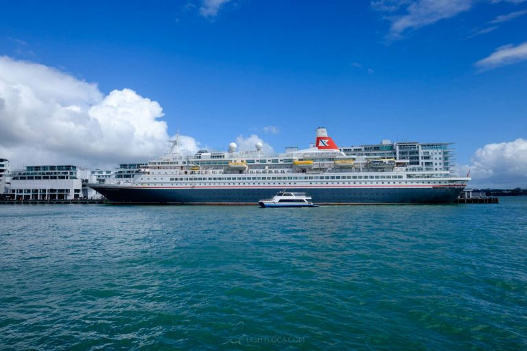 Cruise ship Auckland New Zealand Light Loca Ting Fen Zheng