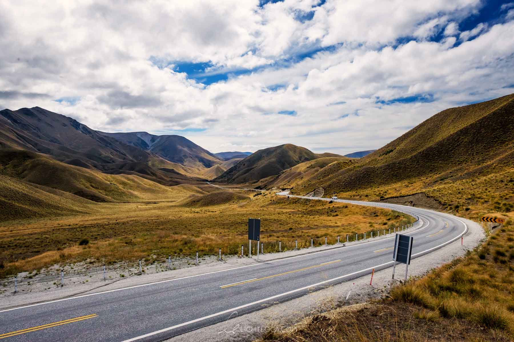 Curved road on the way to Wanaka New Zealand