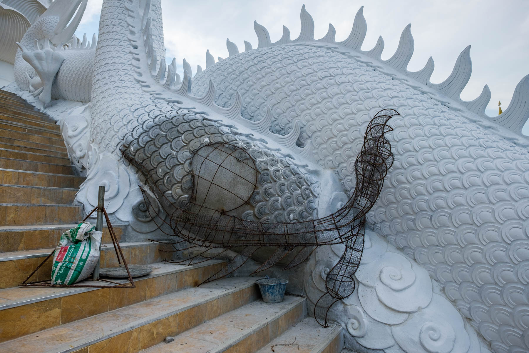 dragon statue construction