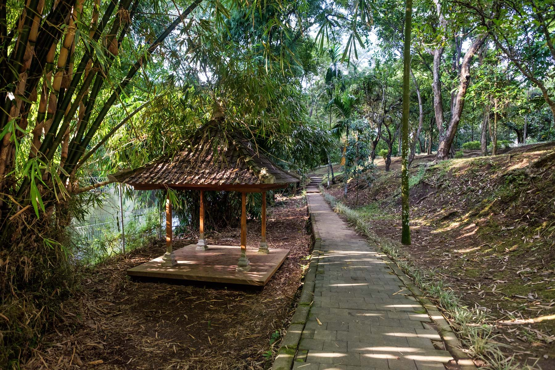 walkway Taman ayun temple bali