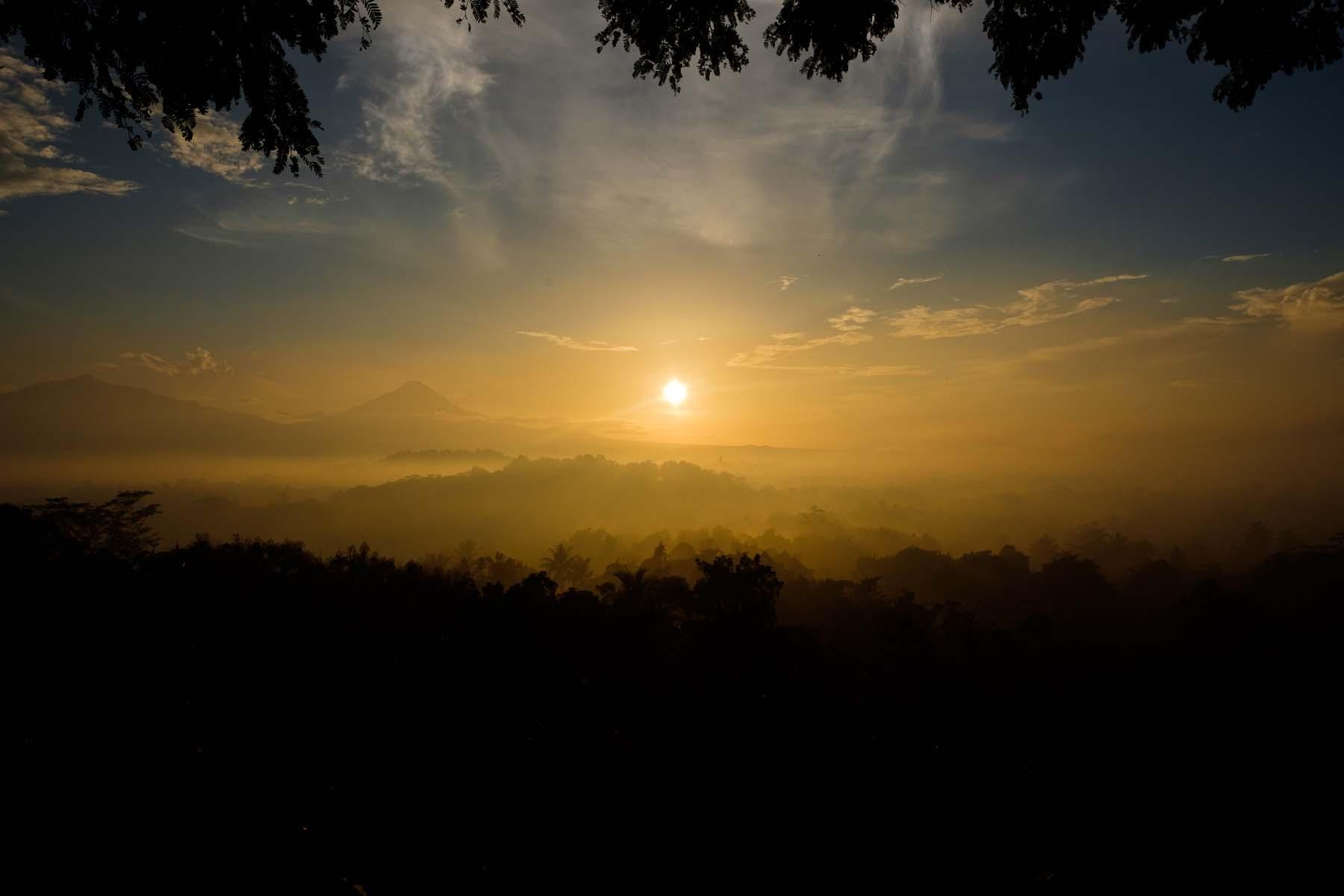 setumbu hill sunrise