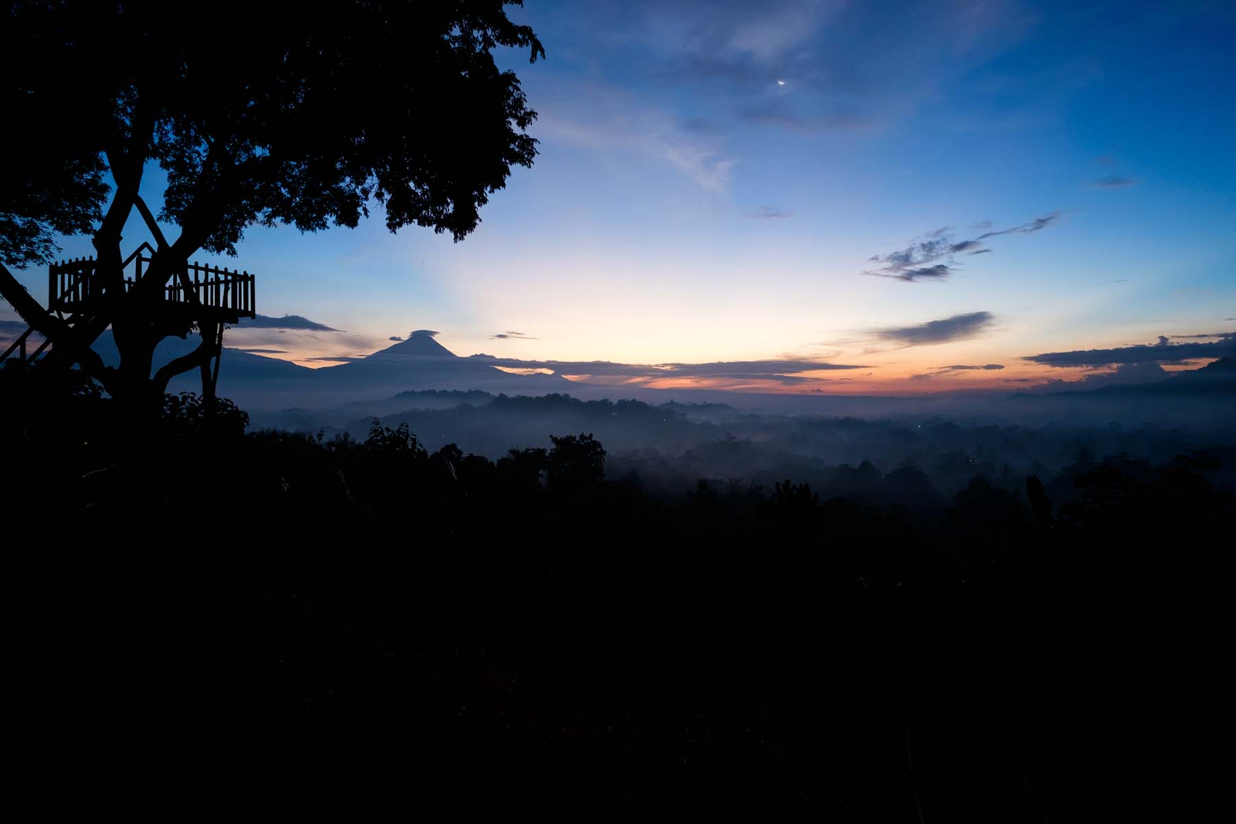 setumbu hill sunrise treehouse